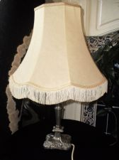 VINTAGE SILVER PLATED ORNATE REPOUSSE TABLE LAMP & BEIGE FRINGED SHADE WORKING